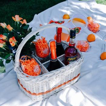 Zestaw do celebracji Aperol Spritz w koszu wiklinowym